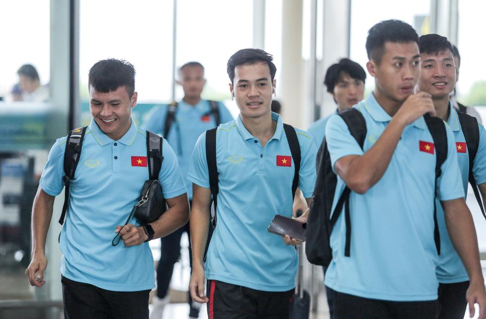 Tuyển thủ Việt Nam tự tin trong ngày sang Thái Lan thi đấu - Ảnh 4.