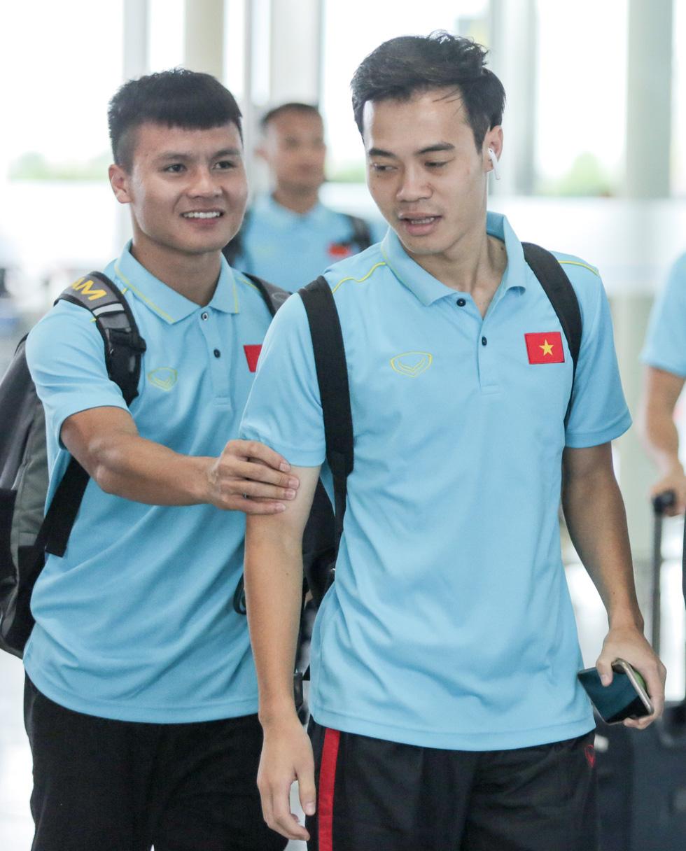Tuyển thủ Việt Nam tự tin trong ngày sang Thái Lan thi đấu - Ảnh 5.