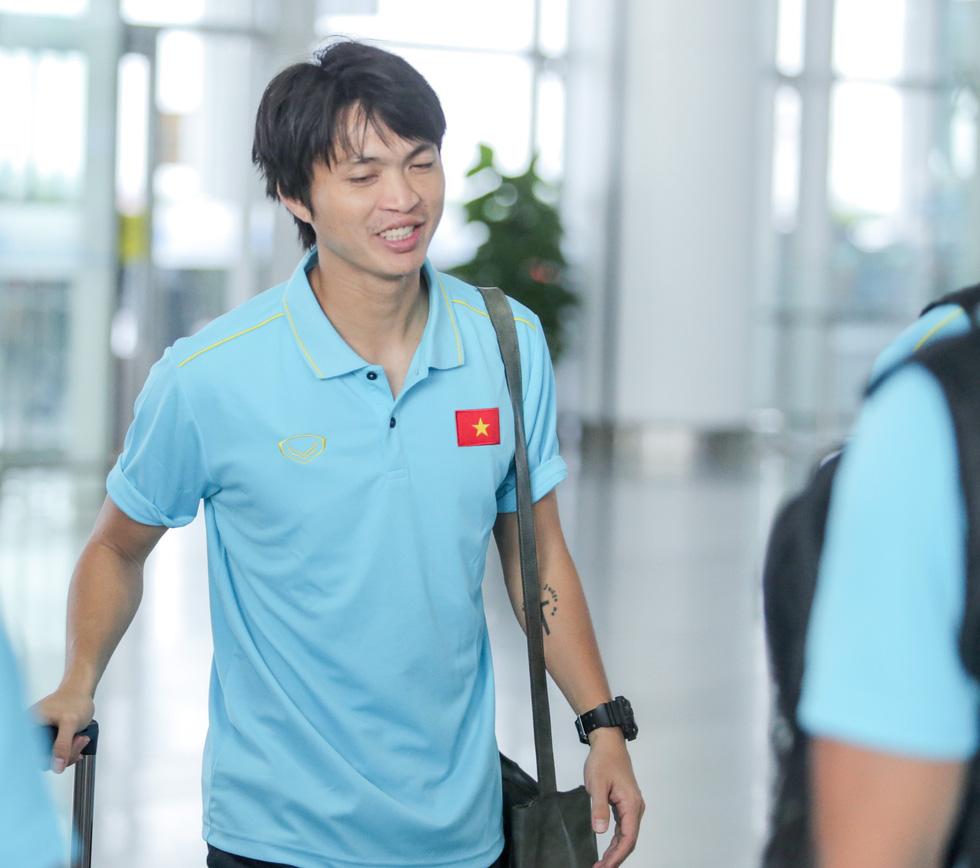 Tuyển thủ Việt Nam tự tin trong ngày sang Thái Lan thi đấu - Ảnh 7.