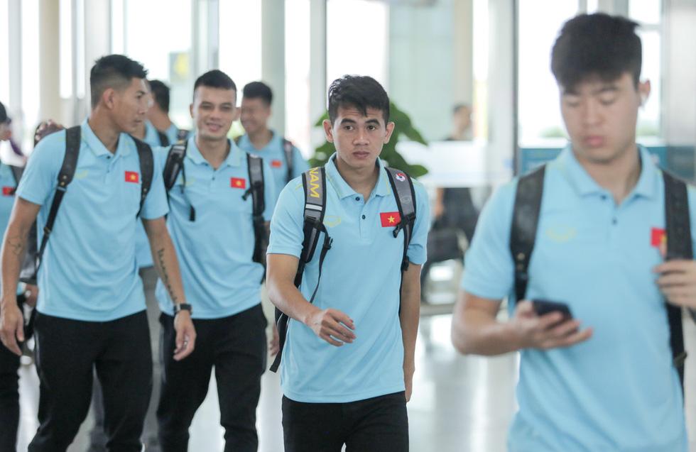 Tuyển thủ Việt Nam tự tin trong ngày sang Thái Lan thi đấu - Ảnh 6.