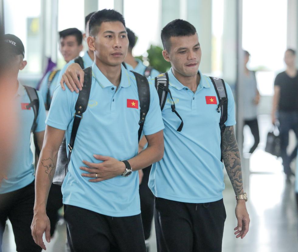 Tuyển thủ Việt Nam tự tin trong ngày sang Thái Lan thi đấu - Ảnh 9.