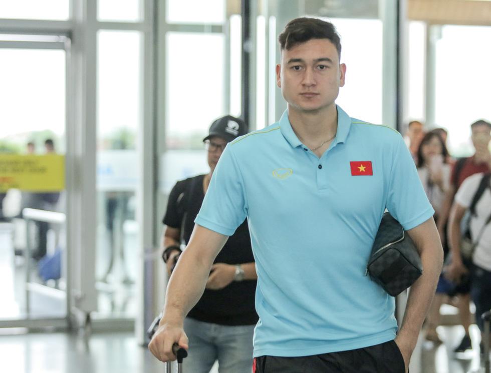 Tuyển thủ Việt Nam tự tin trong ngày sang Thái Lan thi đấu - Ảnh 10.