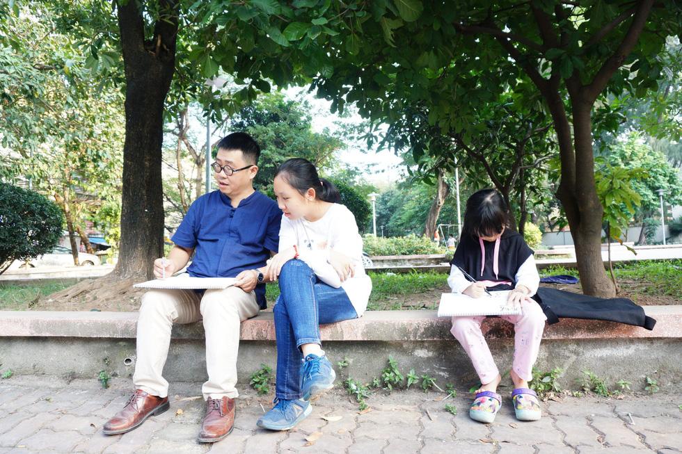 Ký họa đô thị Hà Nội: Những người vẽ bằng tình yêu... - Ảnh 10.