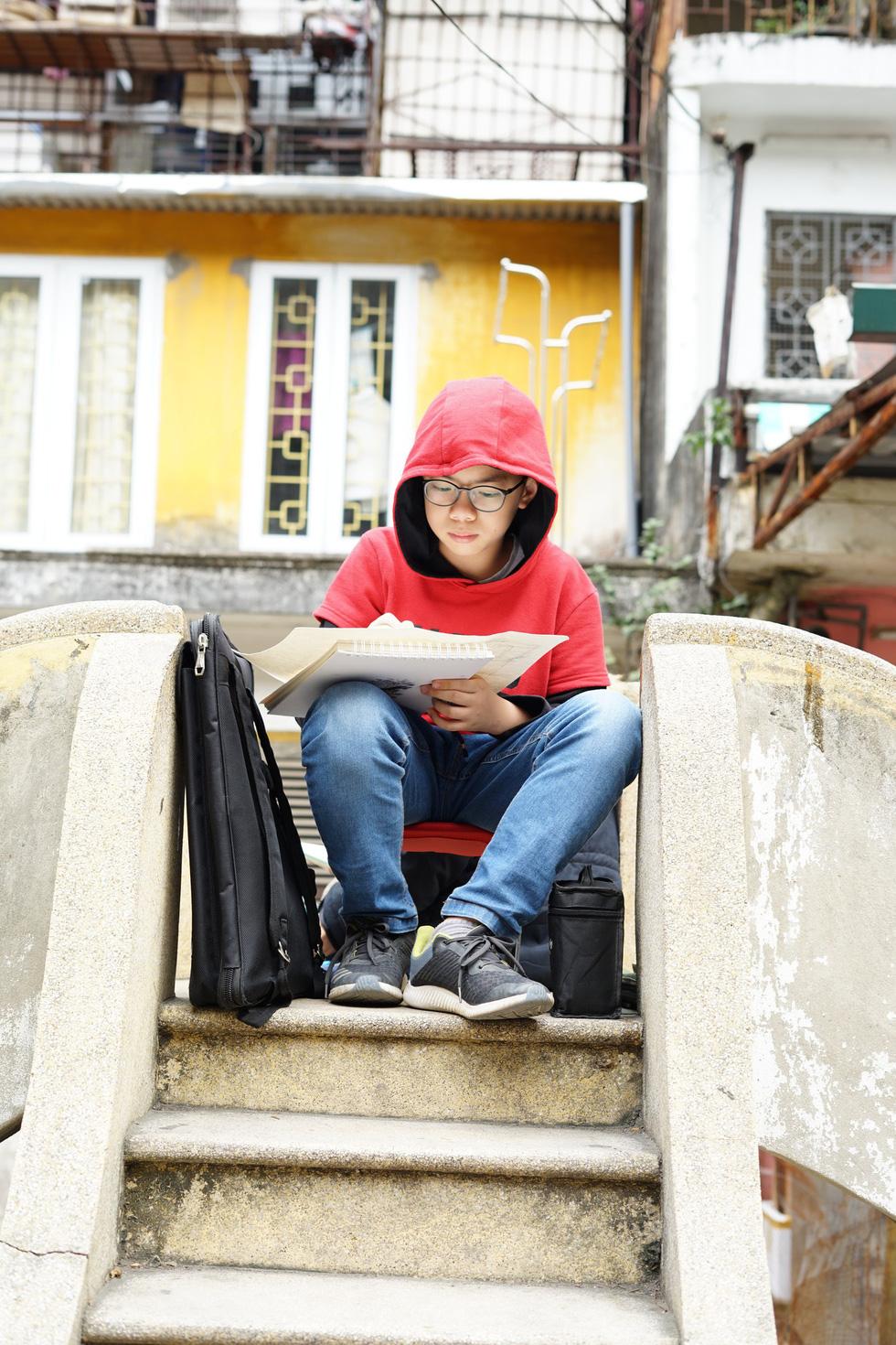 Ký họa đô thị Hà Nội: Những người vẽ bằng tình yêu... - Ảnh 4.