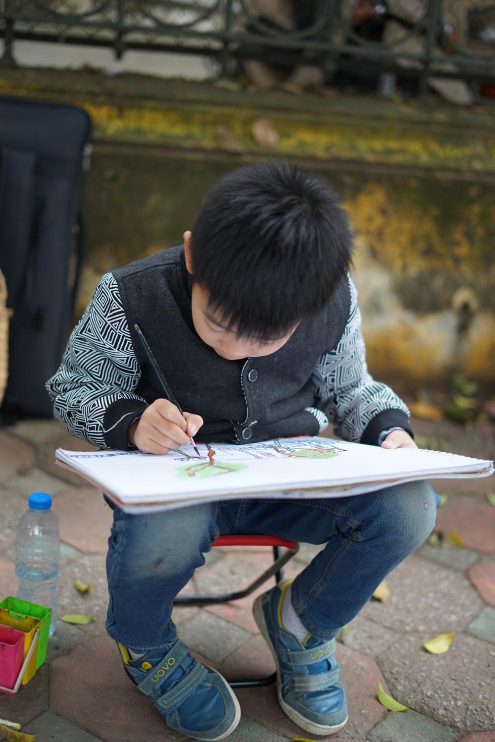Ký họa đô thị Hà Nội: Những người vẽ bằng tình yêu... - Ảnh 12.
