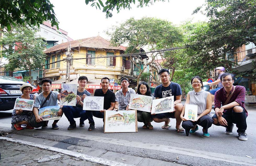 Ký họa đô thị Hà Nội: Những người vẽ bằng tình yêu... - Ảnh 1.