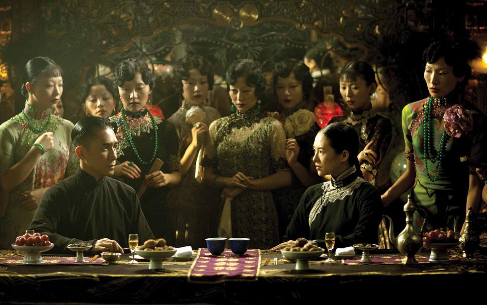 Hong Kong của Vương Gia Vệ: Yêu thương một đời, nhìn nhau không cần nói - Ảnh 9.
