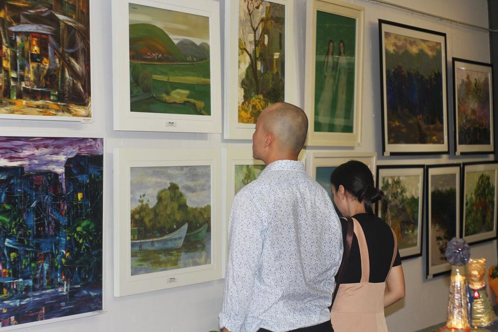 Đến bảo tàng Mỹ thuật TP.HCM xem 22 nghệ sĩ phiêu với hội họa - Ảnh 7.