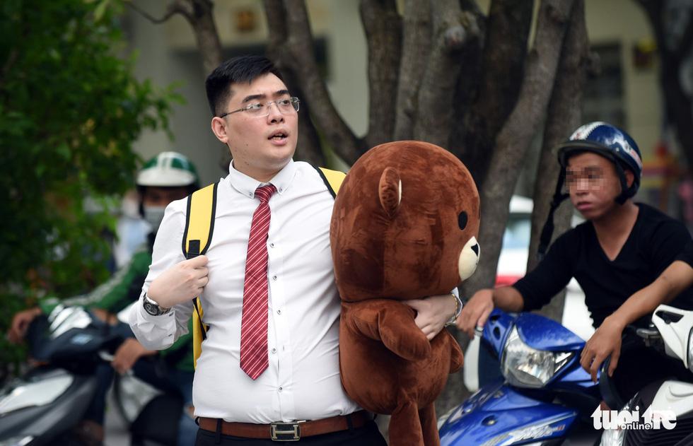 Cộng đồng LGBT diễu hành cầu vồng trên phố đi bộ Nguyễn Huệ - Ảnh 11.