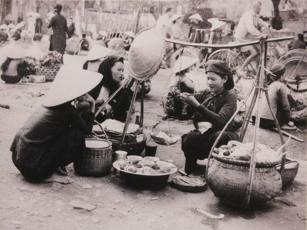 Xem bộ ảnh quý, nghe tiếng rao của những gánh hàng rong Hà Nội xưa - Ảnh 5.