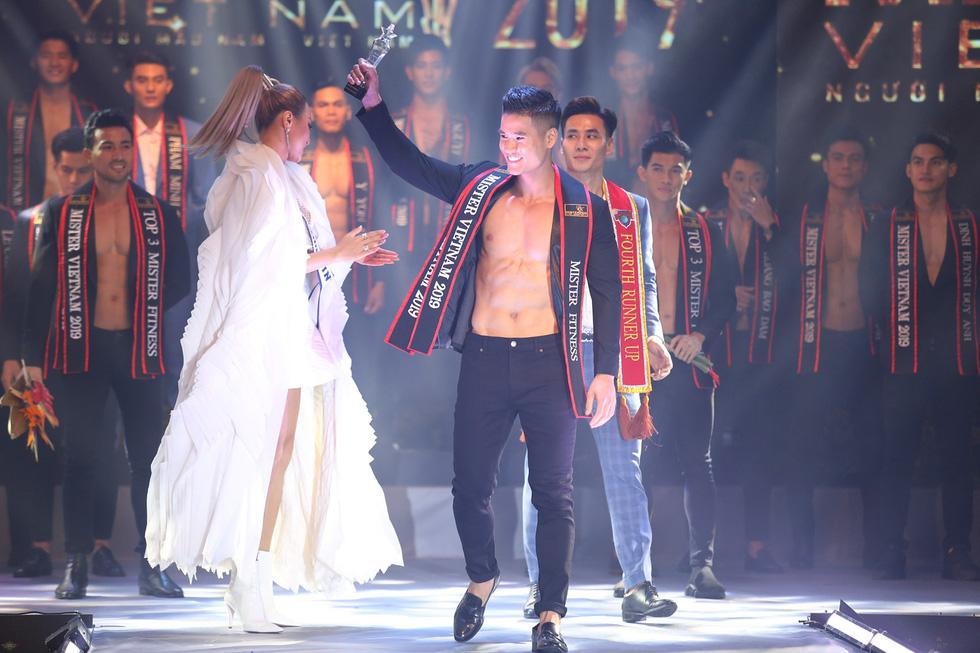Quán quân Mister Việt Nam 2019 trị giá 1 tỉ đồng chia cho 2 người mẫu - Ảnh 8.