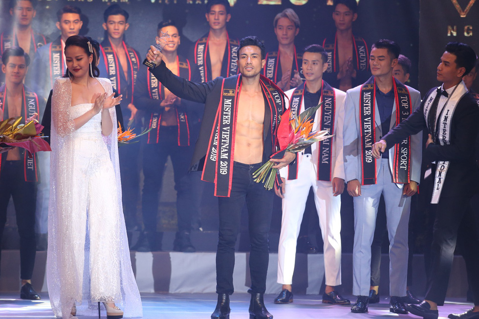 Quán quân Mister Việt Nam 2019 trị giá 1 tỉ đồng chia cho 2 người mẫu - Ảnh 9.