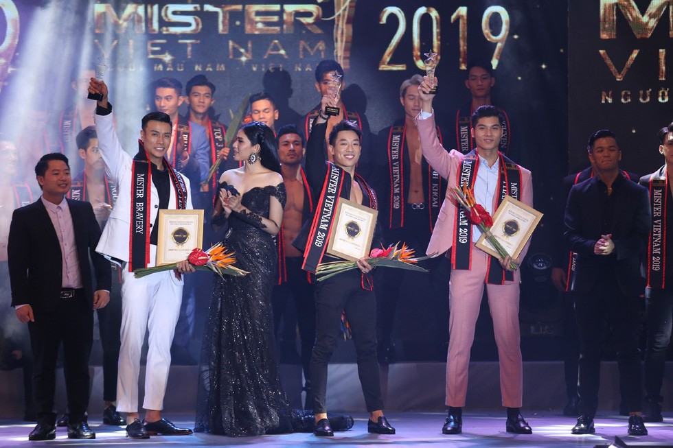 Quán quân Mister Việt Nam 2019 trị giá 1 tỉ đồng chia cho 2 người mẫu - Ảnh 10.