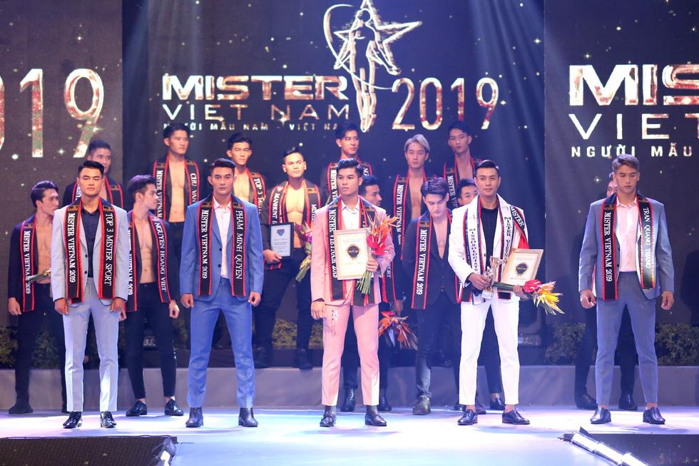 Quán quân Mister Việt Nam 2019 trị giá 1 tỉ đồng chia cho 2 người mẫu - Ảnh 11.