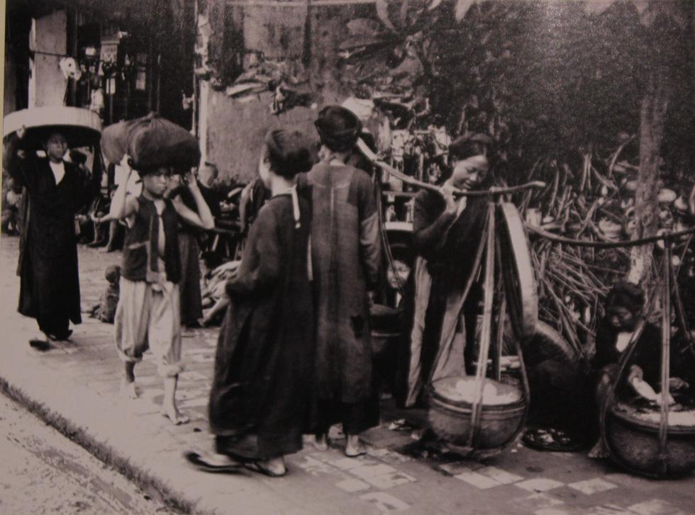 Xem bộ ảnh quý, nghe tiếng rao của những gánh hàng rong Hà Nội xưa - Ảnh 16.
