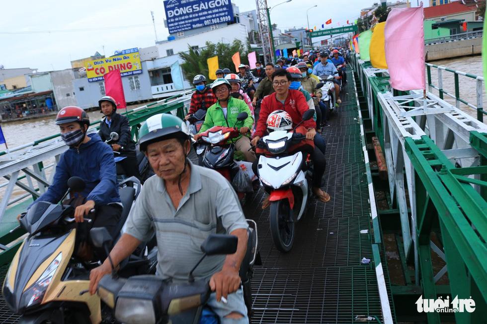Dòng người nối hàng dài quay lại Sài Gòn sau lễ 2-9 - Ảnh 4.