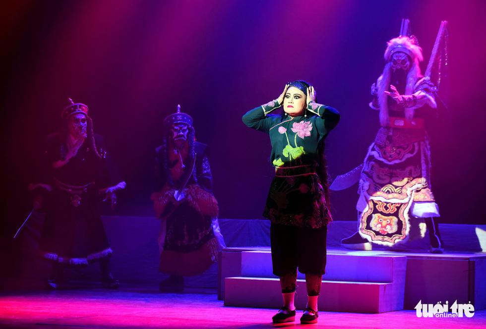 Sanh vi tướng, tử vi thần và hát bội kiểu mới cho du khách - Ảnh 5.