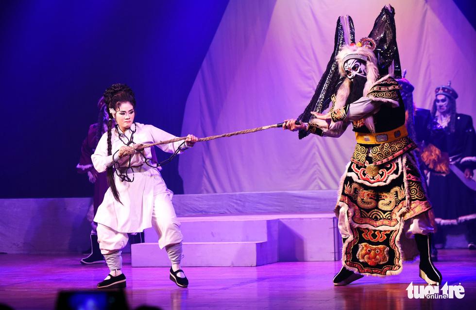 Sanh vi tướng, tử vi thần và hát bội kiểu mới cho du khách - Ảnh 8.