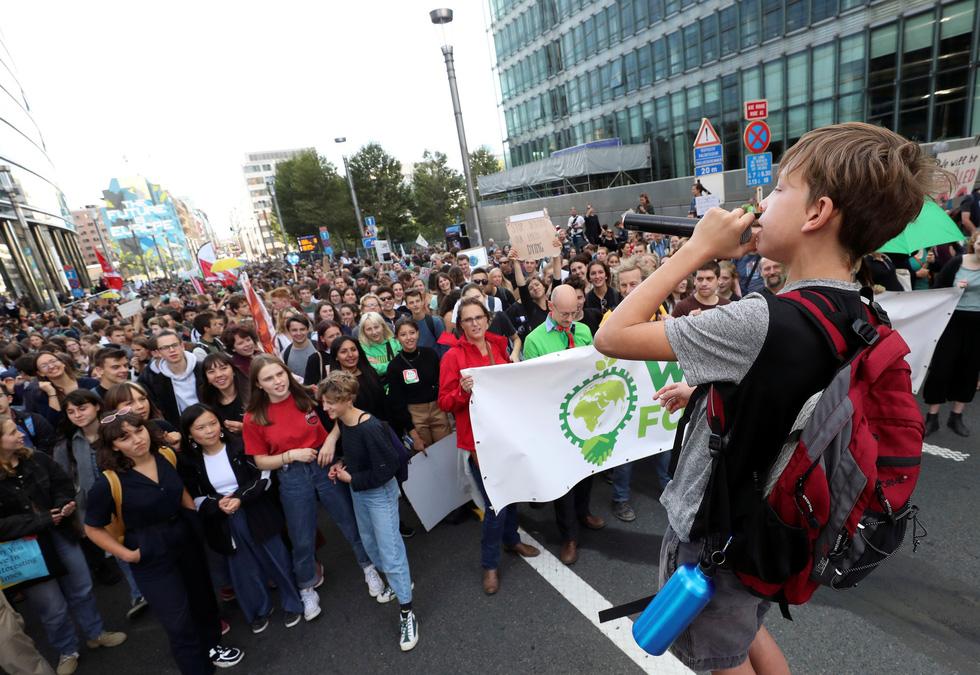 Muôn màu muôn vẻ biểu tình chống biến đổi khí hậu - Ảnh 9.