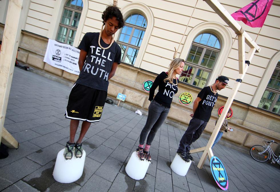 Muôn màu muôn vẻ biểu tình chống biến đổi khí hậu - Ảnh 5.