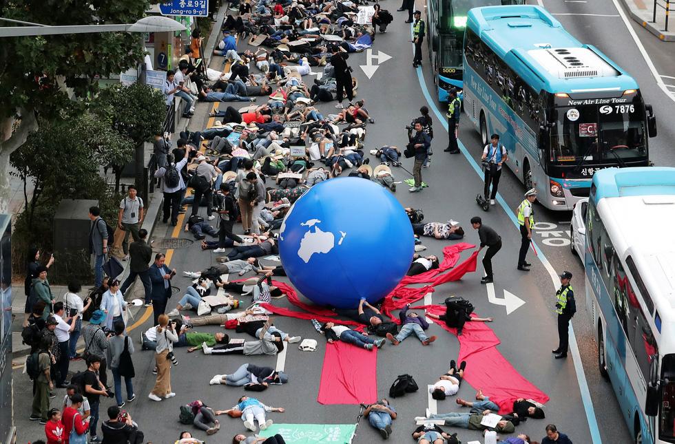 Muôn màu muôn vẻ biểu tình chống biến đổi khí hậu - Ảnh 6.