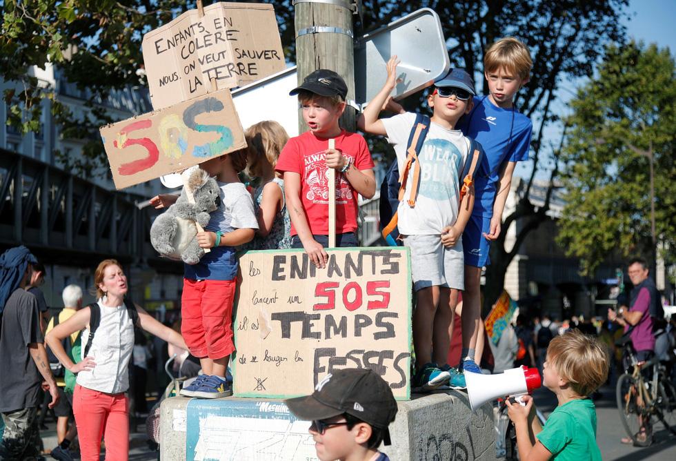 Muôn màu muôn vẻ biểu tình chống biến đổi khí hậu - Ảnh 8.