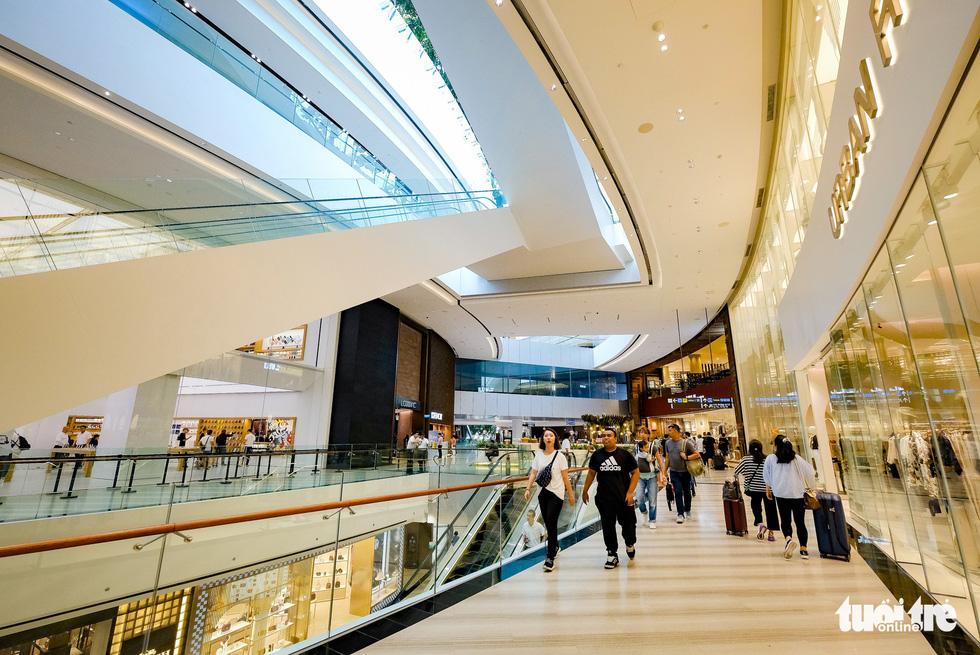 Lạc vào khu rừng bên trong sân bay Changi Singapore - Ảnh 11.