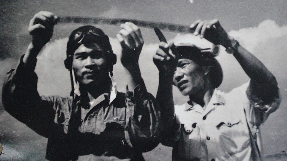 Những huyền thoại của phi công anh hùng mọi thời đại Nguyễn Văn Bảy - Ảnh 3.