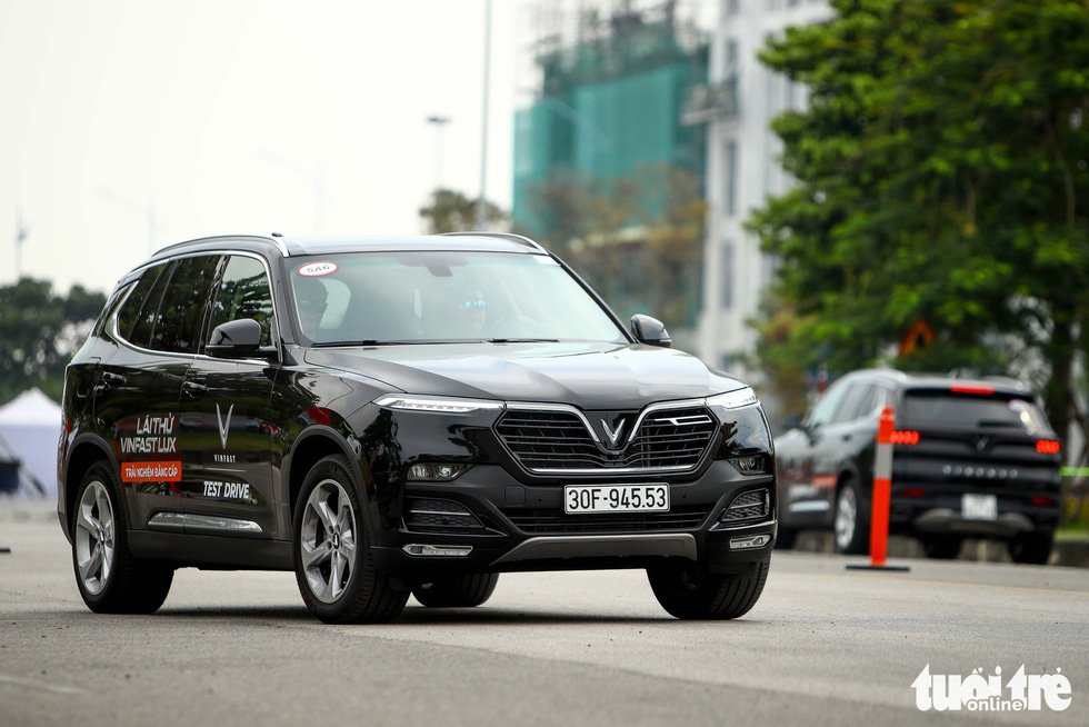 Người dân Hà Nội lái thử 'xế sang' VinFast Lux - Ảnh 7.