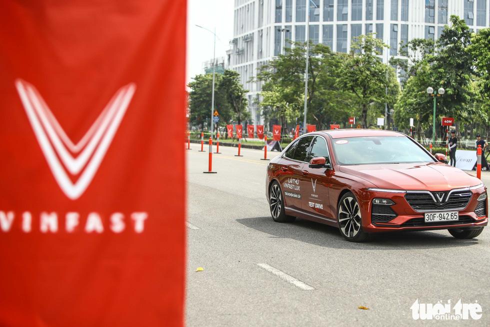Người dân Hà Nội lái thử 'xế sang' VinFast Lux - Ảnh 9.
