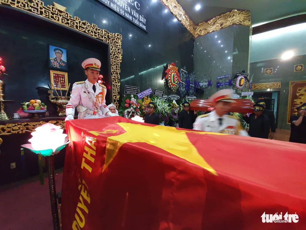 Tiễn đưa phi công phi thường Nguyễn Văn Bảy về quê nhà Lai Vung - Ảnh 7.