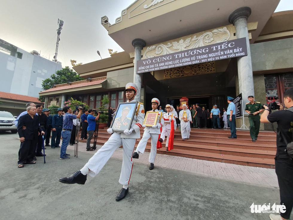 Tiễn đưa phi công phi thường Nguyễn Văn Bảy về quê nhà Lai Vung - Ảnh 1.