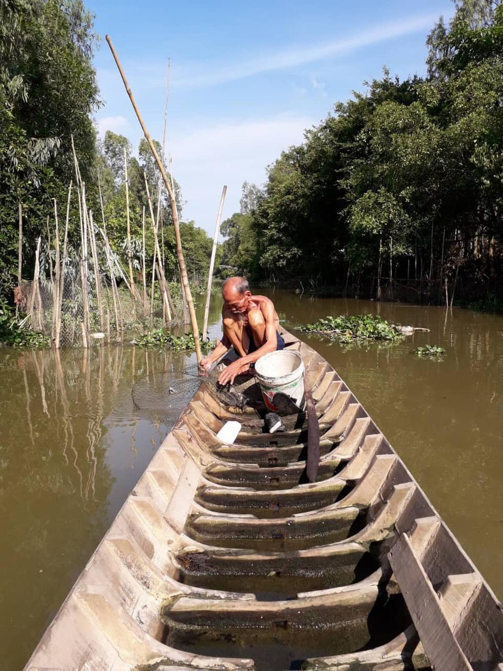 Người dân tiễn đưa phi công huyền thoại Nguyễn Văn Bảy - Ảnh 9.