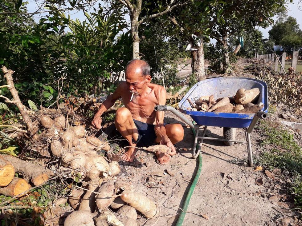 Người dân tiễn đưa phi công huyền thoại Nguyễn Văn Bảy - Ảnh 10.