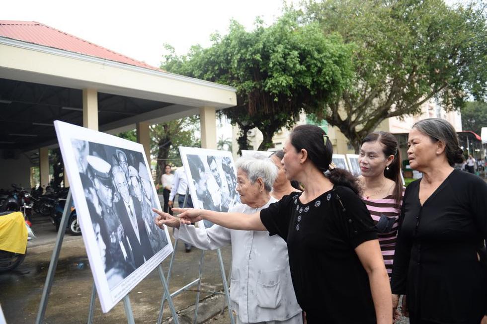 Người dân tiễn đưa phi công huyền thoại Nguyễn Văn Bảy - Ảnh 1.