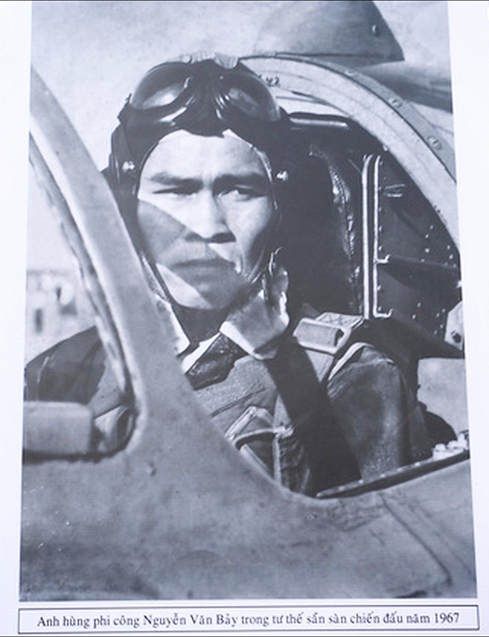 Người dân tiễn đưa phi công huyền thoại Nguyễn Văn Bảy - Ảnh 5.