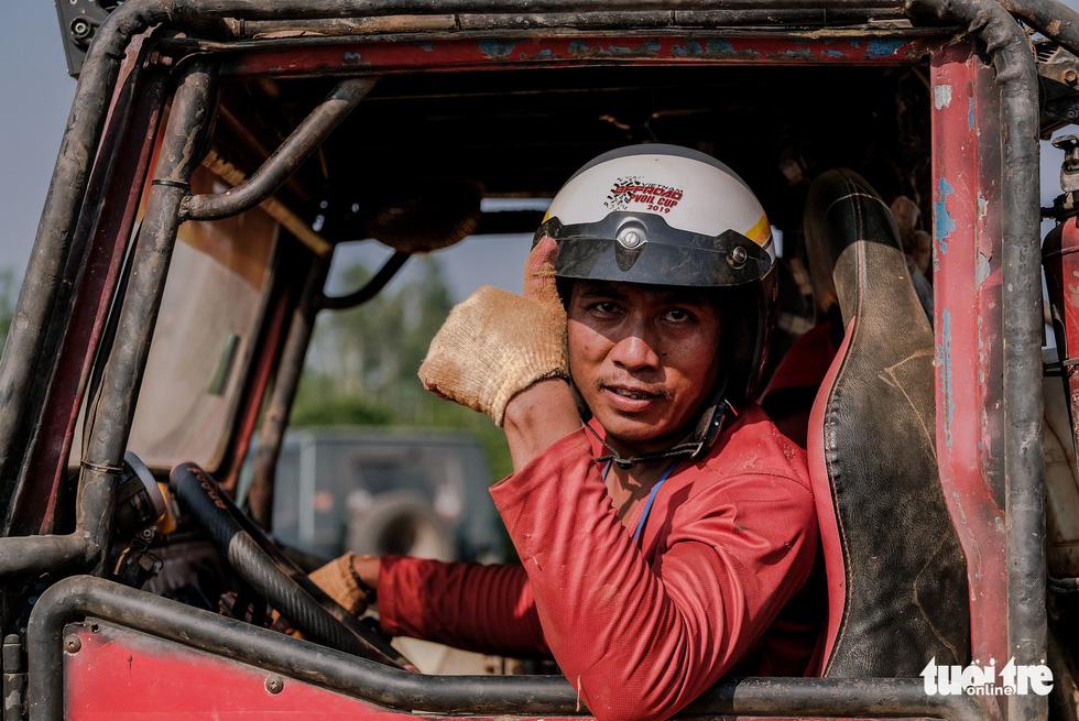 Thót tim đua xe ô tô địa hình ở Đồng Mô, Hà Nội - Ảnh 11.