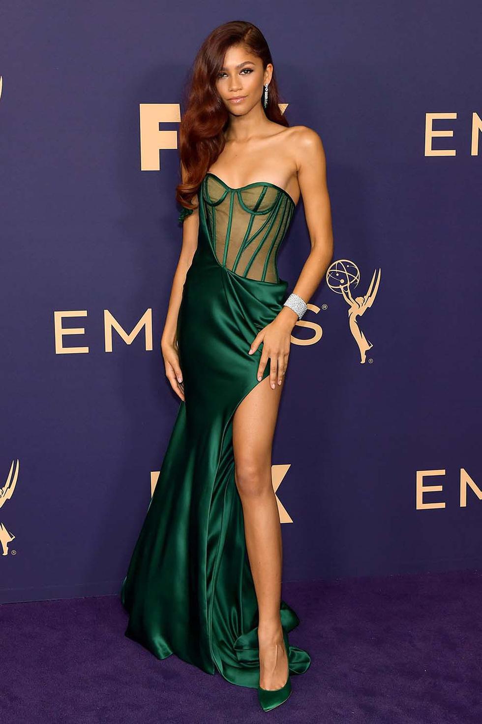 Thiết kế của Công Trí tại Emmy 2019 vào top đầm đẹp - Ảnh 4.