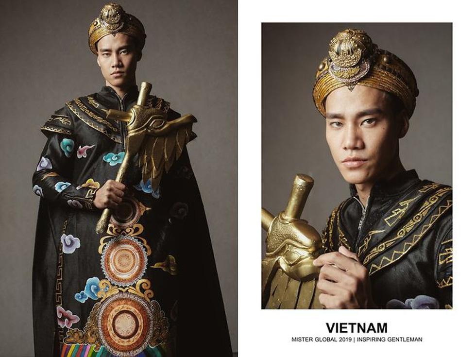 Mister Global khoe dàn hotboy diện trang phục truyền thống nhưng quá nóng - Ảnh 2.