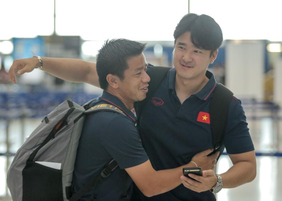 Vừa về nước, các tuyển thủ Việt Nam lại bận rộn với lịch trình mới - Ảnh 5.