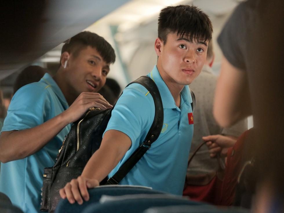 Vừa về nước, các tuyển thủ Việt Nam lại bận rộn với lịch trình mới - Ảnh 7.
