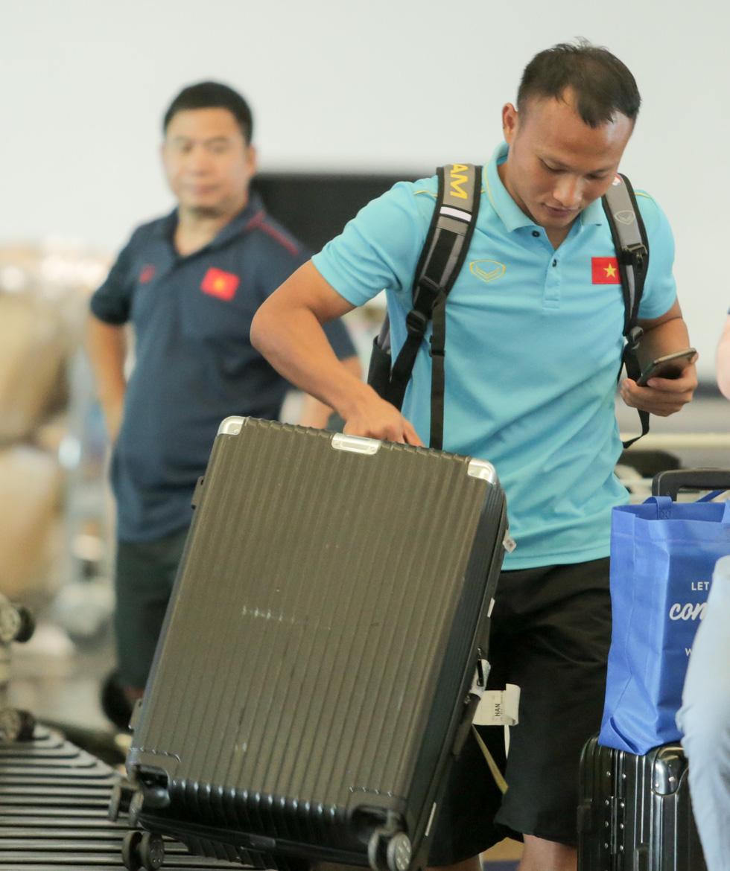 Vừa về nước, các tuyển thủ Việt Nam lại bận rộn với lịch trình mới - Ảnh 9.