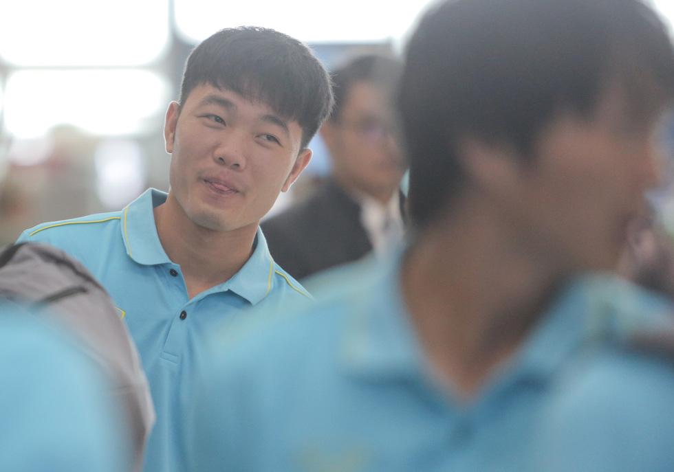 Vừa về nước, các tuyển thủ Việt Nam lại bận rộn với lịch trình mới - Ảnh 8.