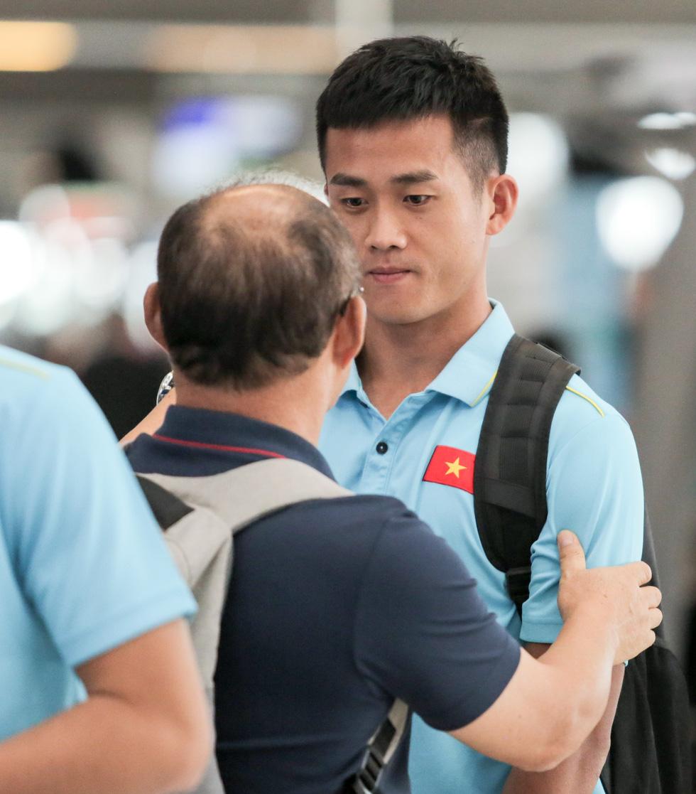 Vừa về nước, các tuyển thủ Việt Nam lại bận rộn với lịch trình mới - Ảnh 4.