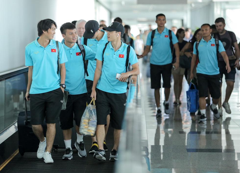 Vừa về nước, các tuyển thủ Việt Nam lại bận rộn với lịch trình mới - Ảnh 1.