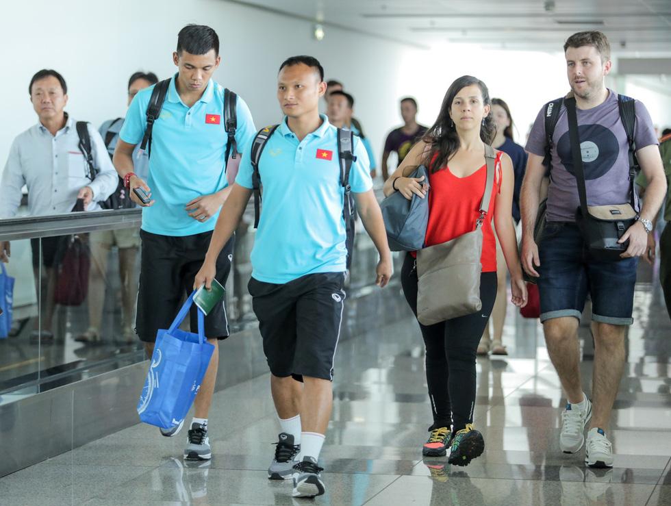 Vừa về nước, các tuyển thủ Việt Nam lại bận rộn với lịch trình mới - Ảnh 2.