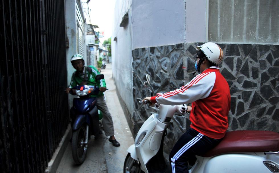 Thiệt khó tin khi Sài Gòn có những con hẻm một người - Ảnh 2.