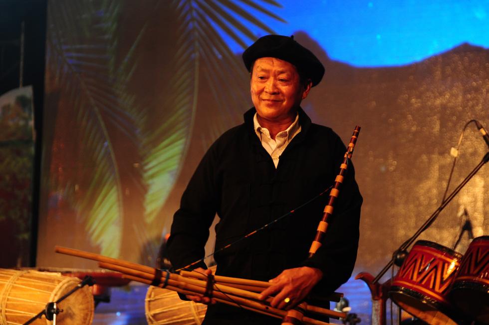 Hội An trở về quá khứ trong đêm trình diễn nhạc cụ dân tộc và xe cổ - Ảnh 9.