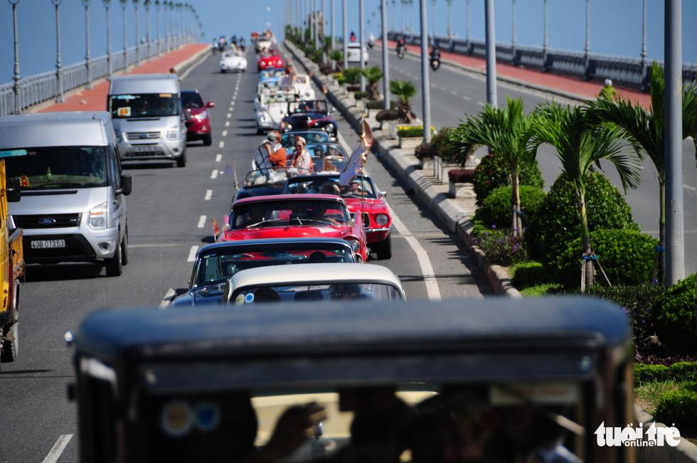 140 siêu xe cổ cả nước lăn bánh lộng lẫy trên phố Hội An - Ảnh 3.