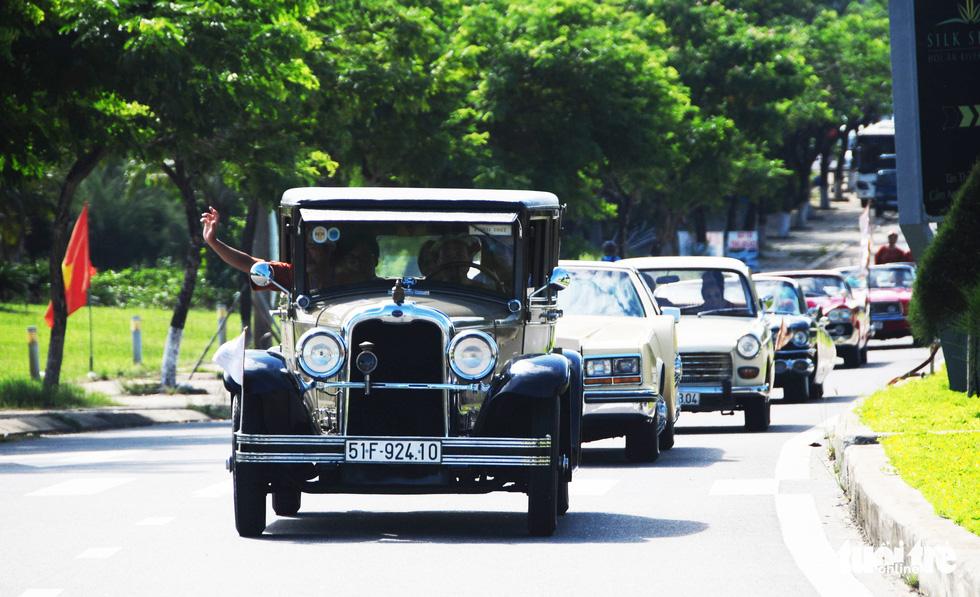 140 siêu xe cổ cả nước lăn bánh lộng lẫy trên phố Hội An - Ảnh 13.